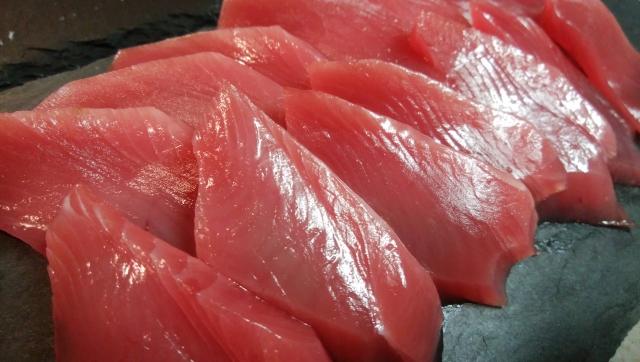 赤身魚の刺身